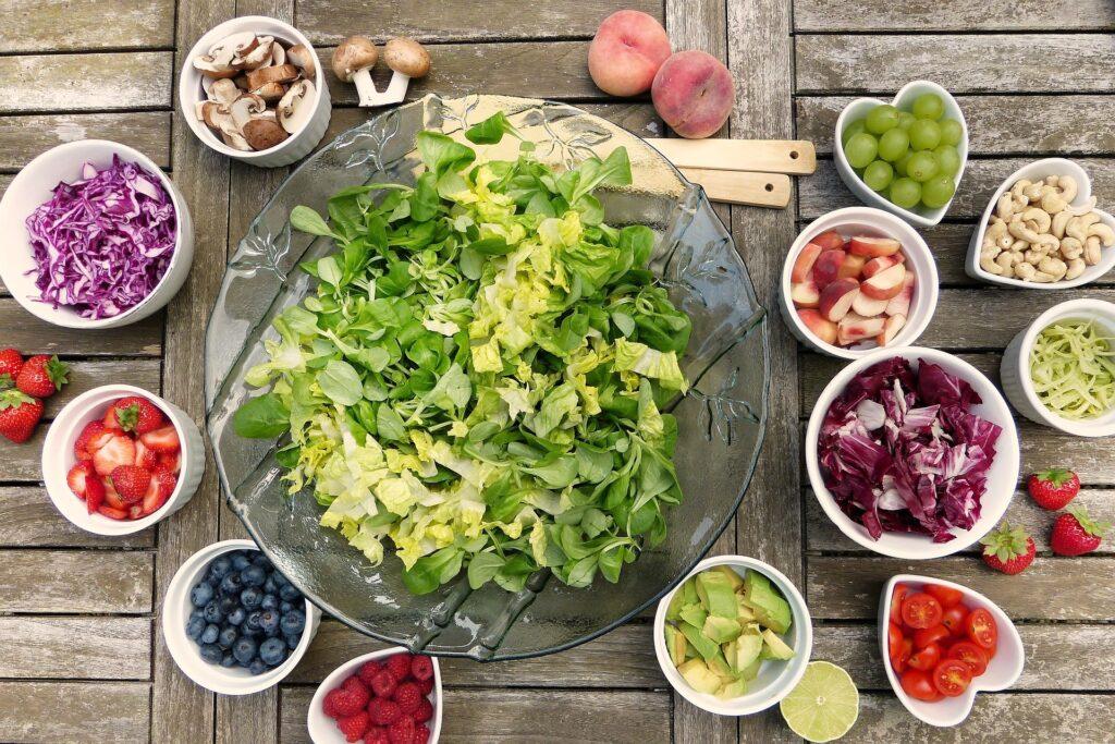 Dette billede har en tom ALT-egenskab (billedbeskrivelse). Filnavnet er salad-2756467_1920-1024x683.jpg